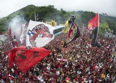 Torcida do Flamengo na porta do Ninho — Foto: André Durão / GloboEsporte.com