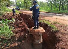 Motoristas precisam tomar cuidado ao passar pelo local; Fotos: Sidnei Bronka/Ligado Na Notícia